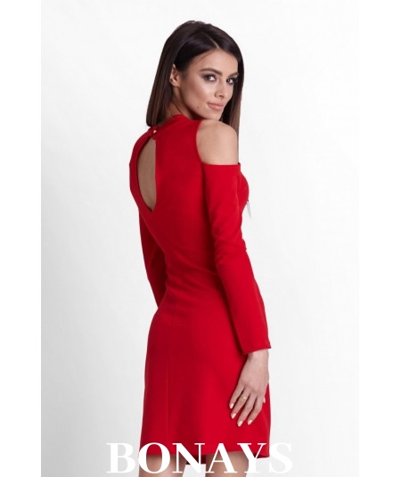 czerwona sukienka, dopasowana sukienka z pęknięciem na ramionach