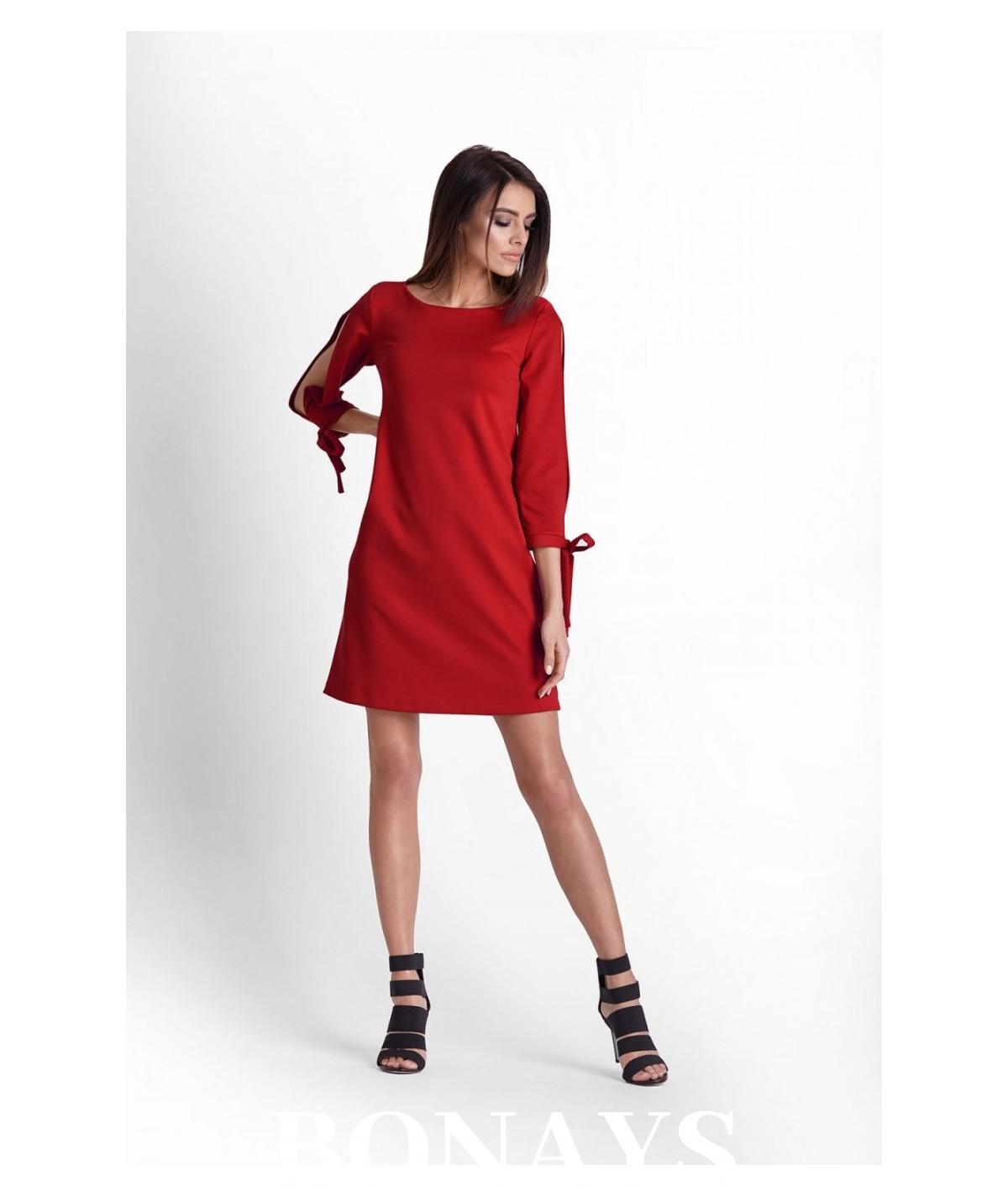 trapezowa czerwona sukienka, IVON