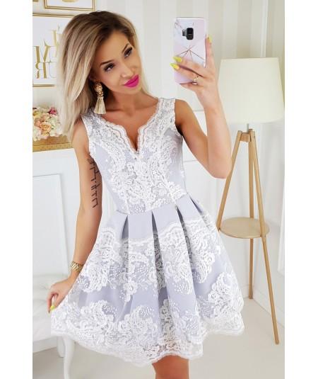 Rozkloszowana, elegancka sukienka - granatowa