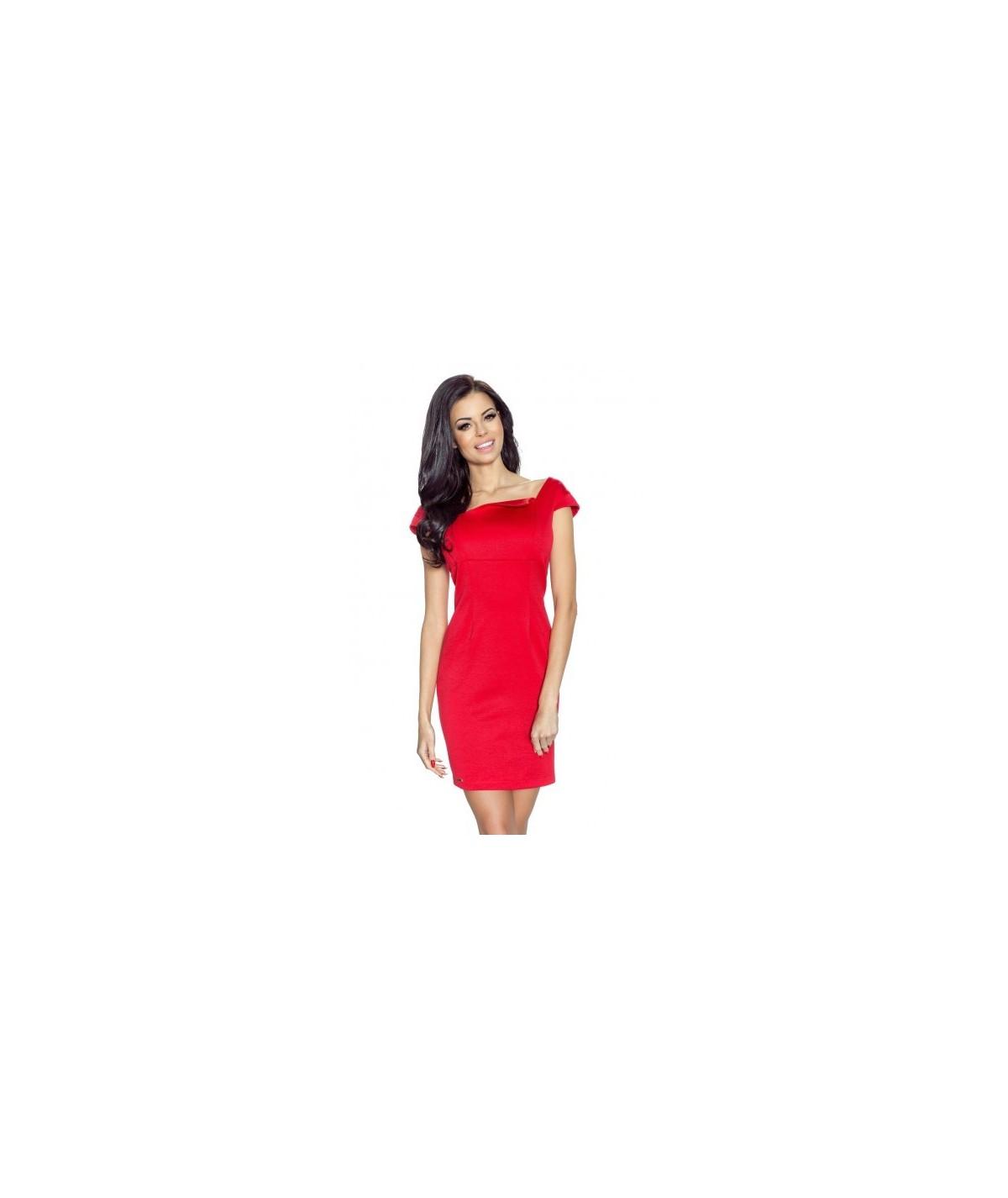 czerwona sukienka dopasowana