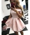 Rozkloszowana koronkowa sukienka mini - Scarlett - rozowa