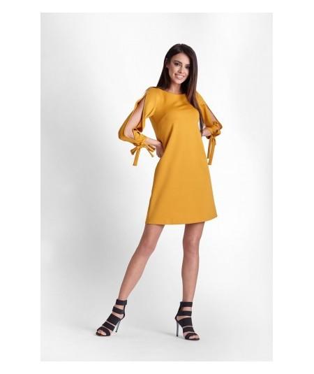Trapezowa sukienka DIVA z pęknięciem na ramieniu - musztardowa
