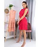 malinowa sukienka z koronką merribel