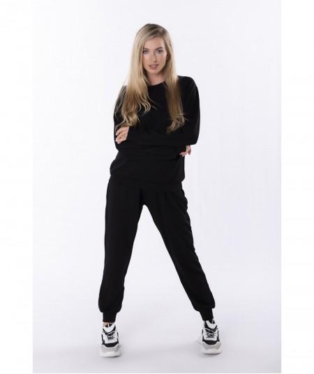 Czarny dres damski z wyszywanym napisem Veronika