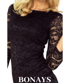 Czarna dopasowana sukienka z koronki